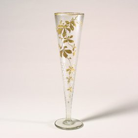 1119: Baccarat vase, woodbine, design loss, r