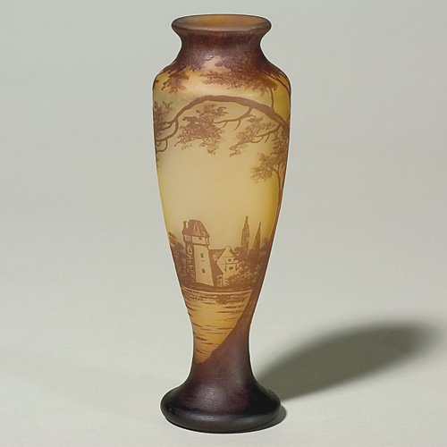 602: Richard cameo vase, scenic, coastal house, 7 3/4 i