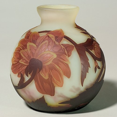 604: Muller Fres Luneville vase, global, yellow mums, 5