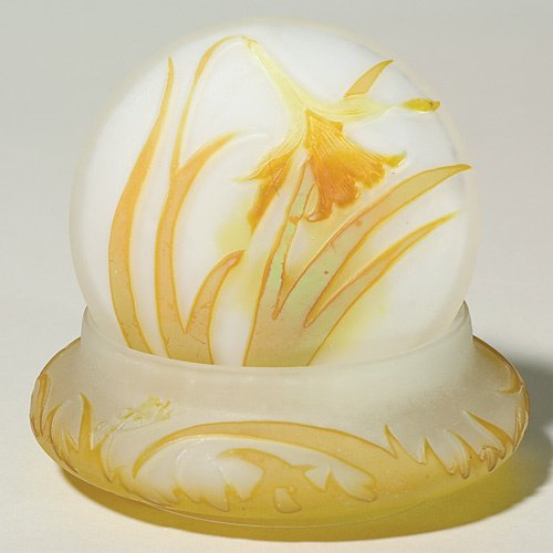 605: Galle' cameo powder covered box, yellow daffodil,