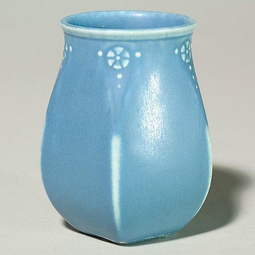 """1010: Rookwood blue production vase, 1928, 2811, 4 3/8"""""""