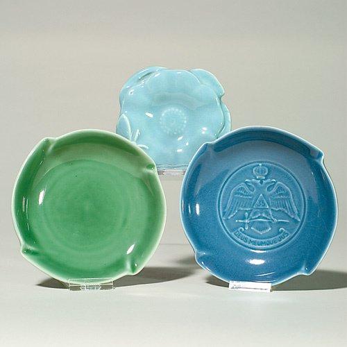 1014: Rookwood group of 3 high glaze ashtrays, 2 blue,