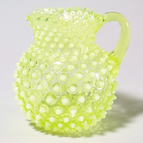 401: Hobnail creamer, yel opales, 5 1/2T, chi