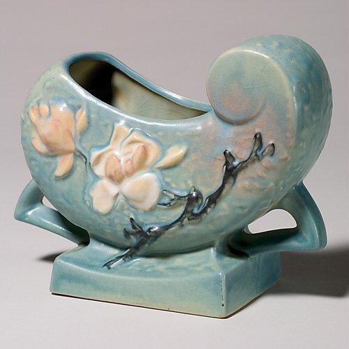 "21: Roseville Magnolia planter, blue, 183-6"""
