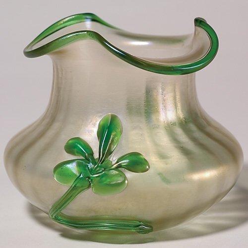 700: Austrian vase, applied floral, verre de soie, 4 1/