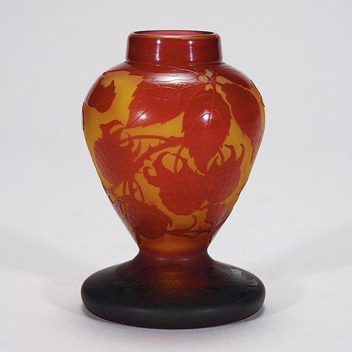 406: D'Argental cameo vase, berries, 4 3/4