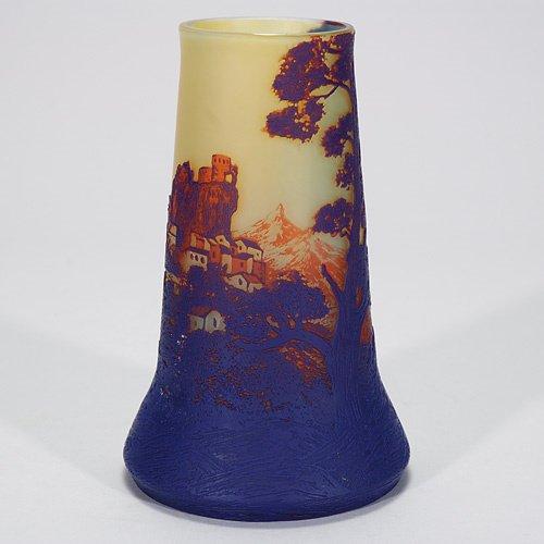 410: deVez cameo vase, 7 1/2, bruise, rim polished