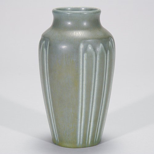 800: Rookwood gray mat production vase, 1925, base chip