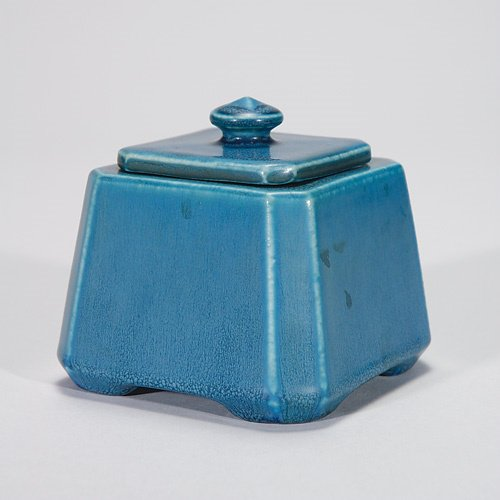 817: Rookwood ink well, 1924, mat blue, with lid and in