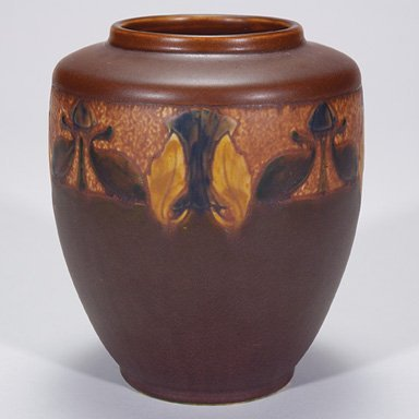 18: Roseville Victorian Art vase in brown, 256-6