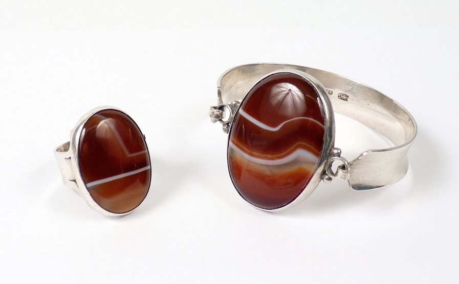 14: A sterling silver modernist agate bangle, c.1970, t