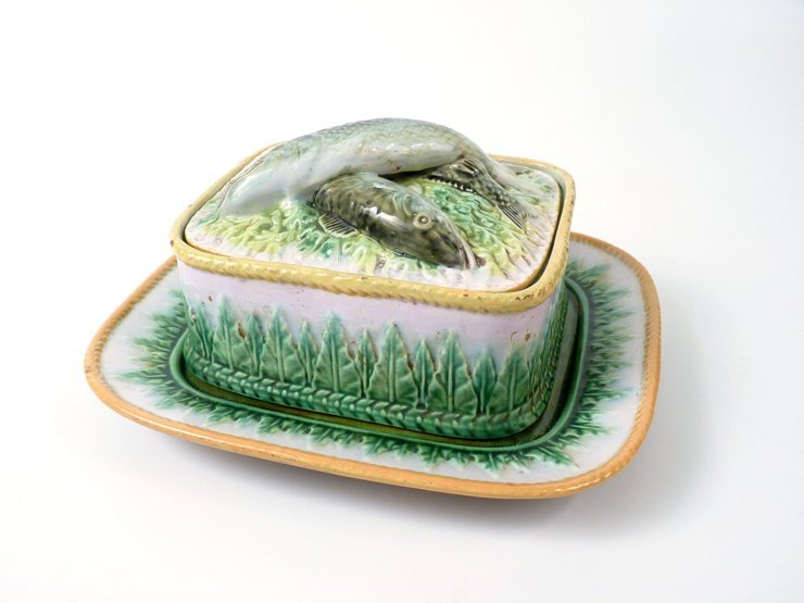 A George Jones majolica Sardine Dish, Cover and Stand,