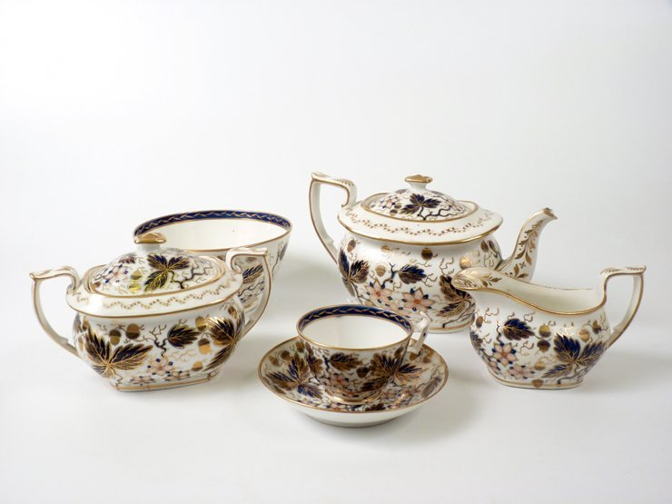 A New Hall porcelain Coffee and Tea Service, c.1815, pa