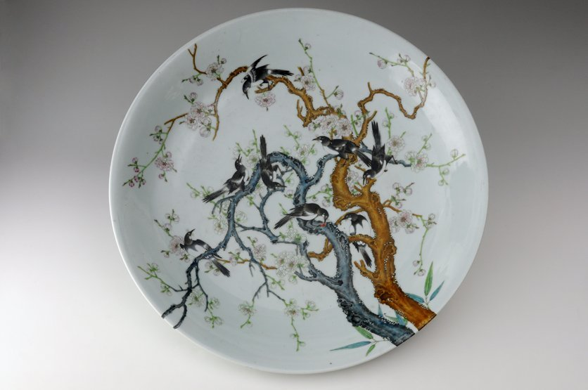 A large famille rose Dish, early 20th century, very fin