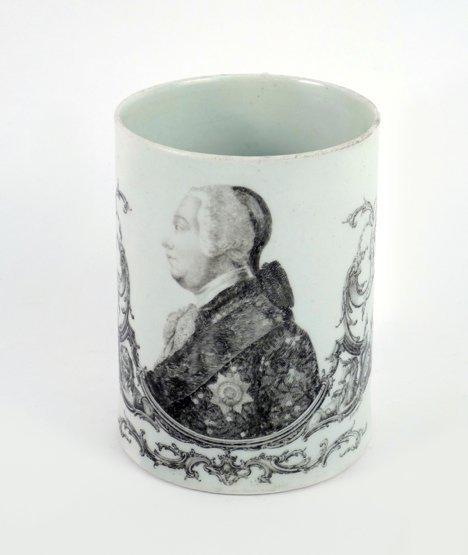 A Worcester Mug, c.1761, transfer printed in black by L