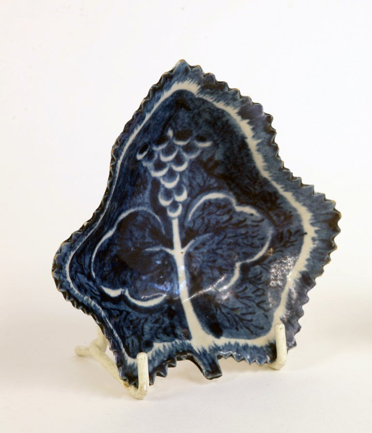 A Bow vine leaf Pickle Dish,  c.1770, painted with