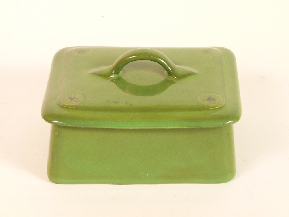 A Moorcroft sardine box and cover, the plain green body