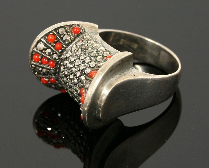 A sterling silver marcasite ring,  c.1940, of stylised