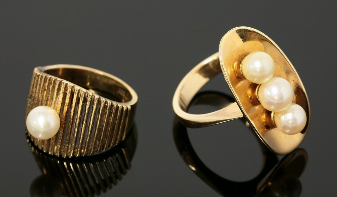 A Continental cultured pearl ring,  c.1970, with three