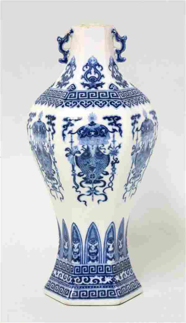 A blue and white Vase, mark and period of Qianlong,
