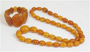 A single row graduated amber bead necklace,with