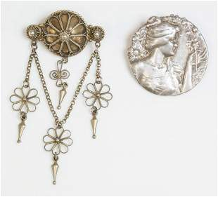 An Art Nouveau silver repouss' circle brooch, with the