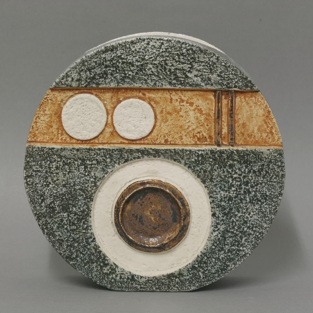 A Troika pottery wheel vase,  by Louise Jinks, with - 4