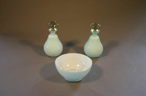 5501: Group of 3 glass pieces - 2 blue case glass dr