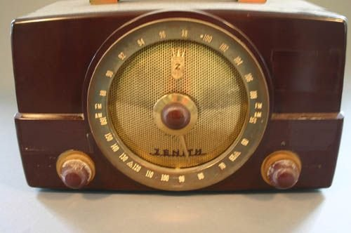 5520: Zenith table top radio.