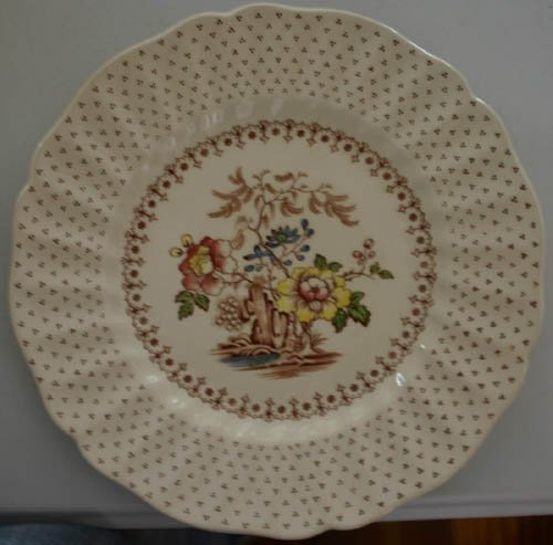 5524: Royal Doulton Grantham pattern chi8na set