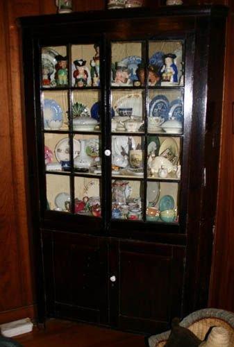 5601: Walnut corner cabinet: heavily varnished 2 gla