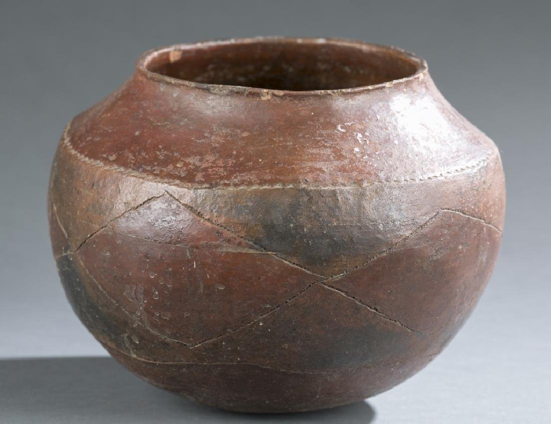 6 ethnographic vessels. 20th century. - 7