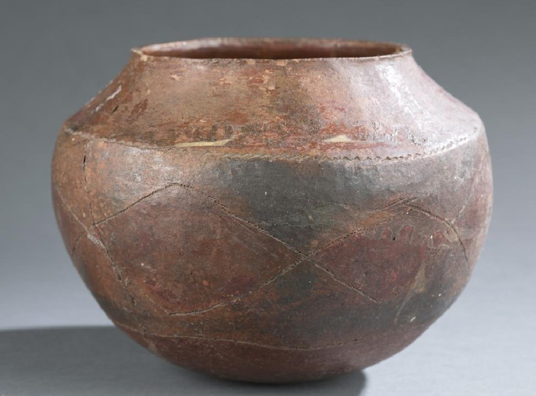 6 ethnographic vessels. 20th century. - 8