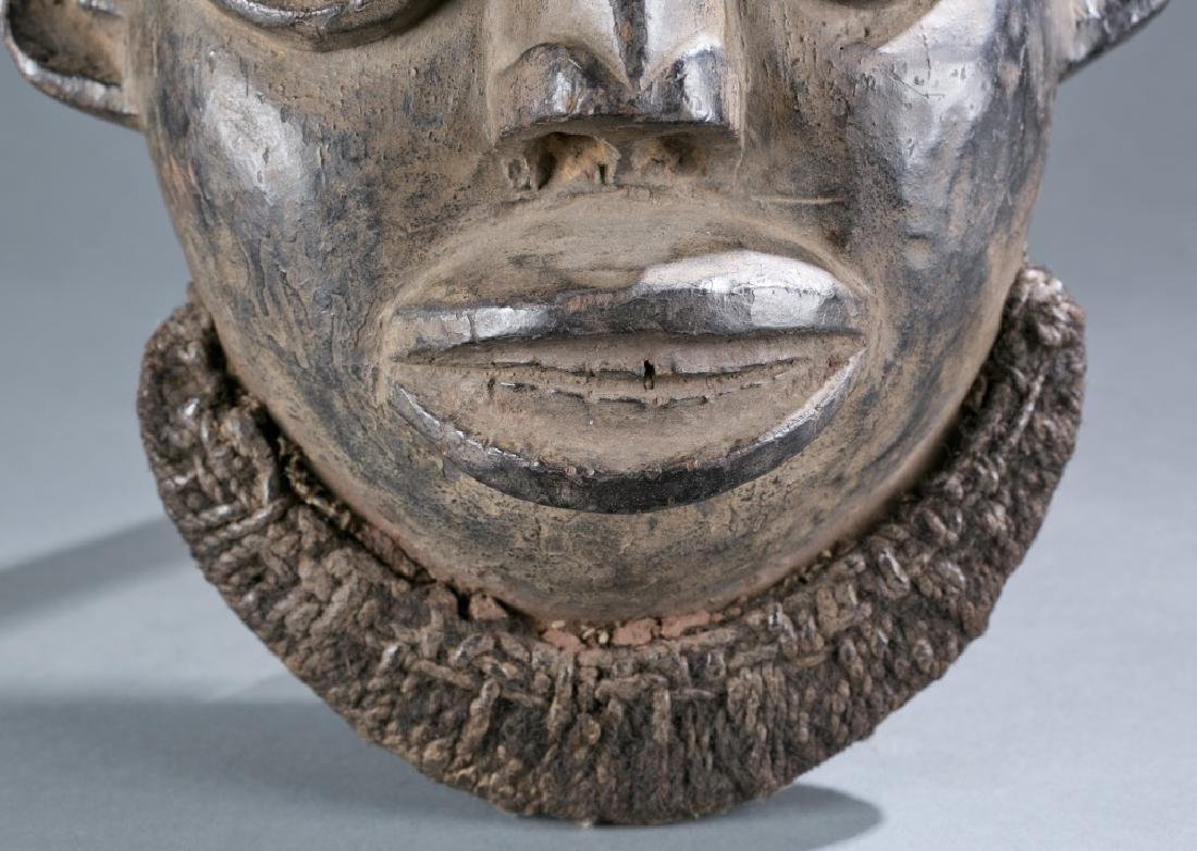 A Cameroon mask. - 4