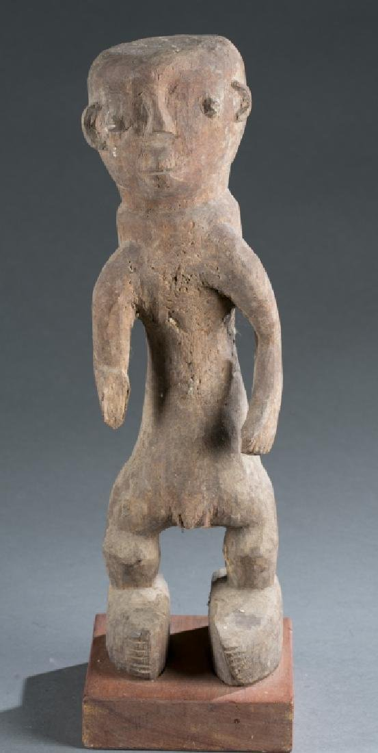 Nigerian standing male figure. 20th century.