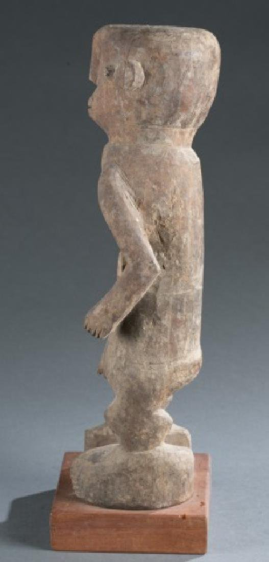 Nigerian standing male figure. 20th century. - 5