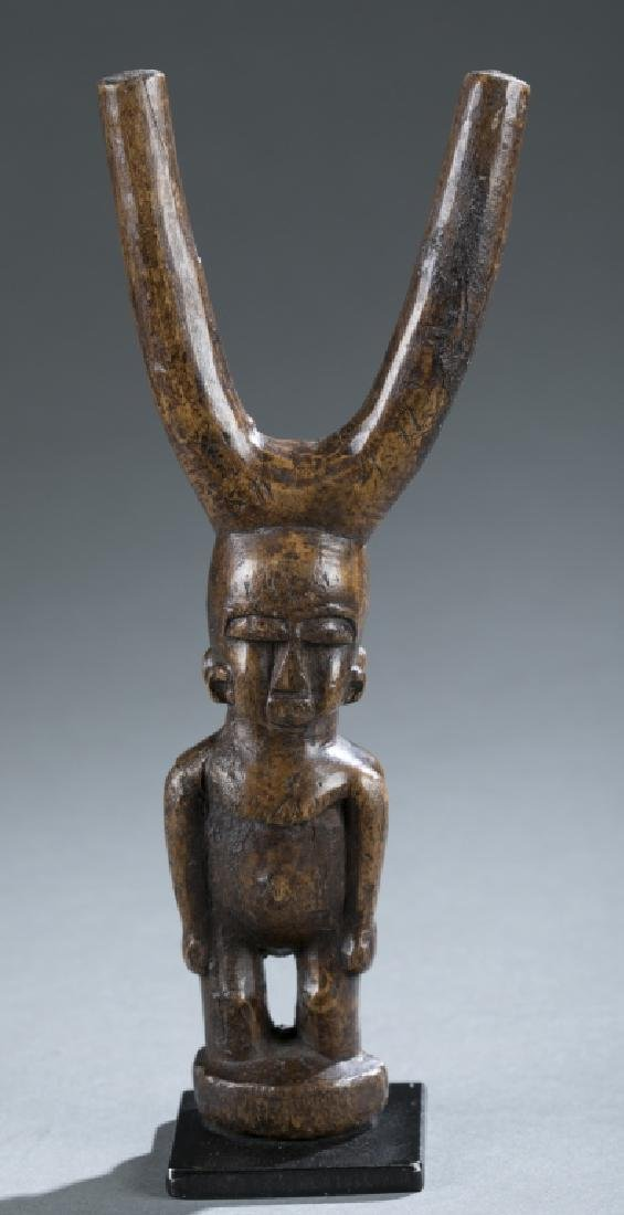 Akan style figural slingshot. c.20th century.