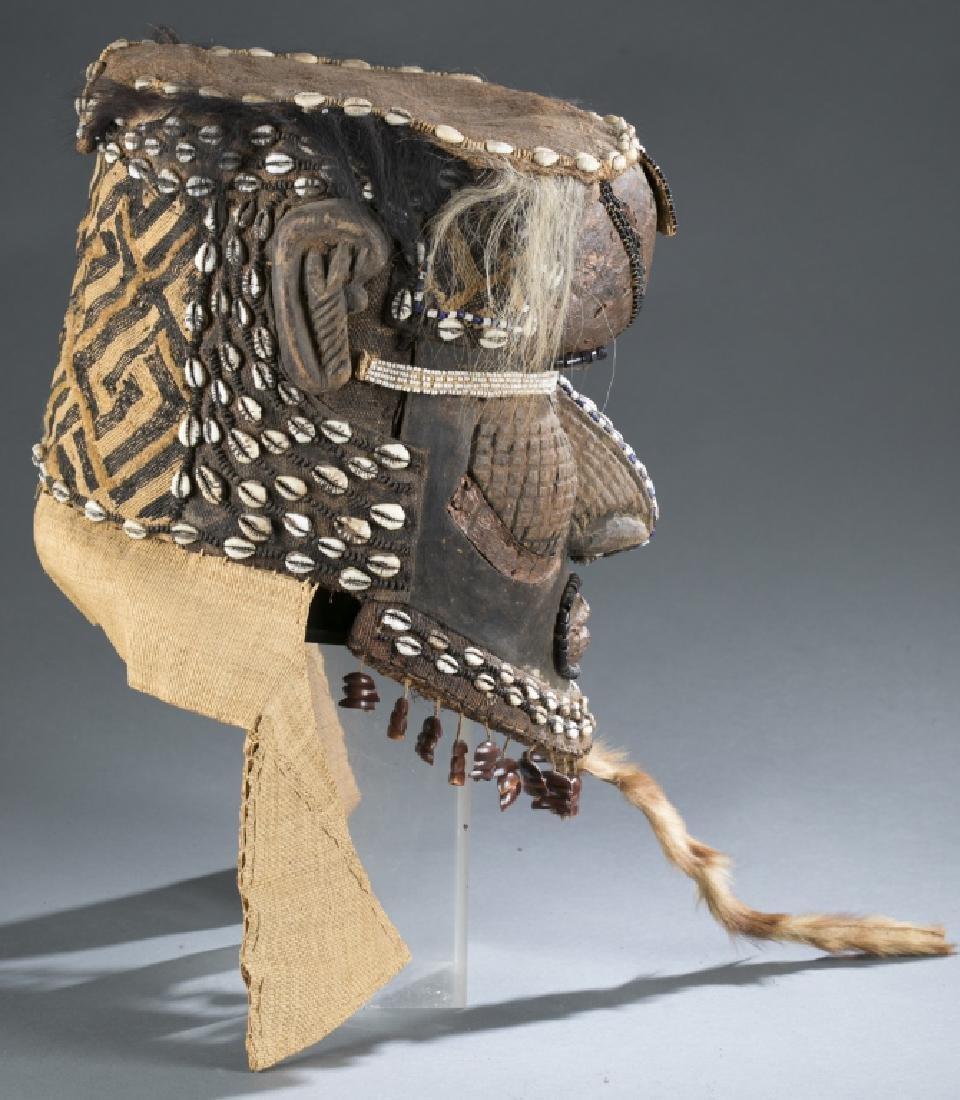 3 Kuba style helmet masks. c.20th century. - 4