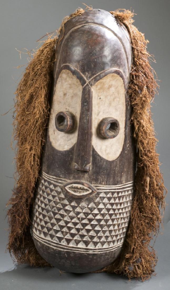 Congo style mask with raffia. C.20th. - 6