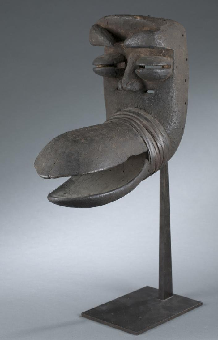African style mask. c.20th century.