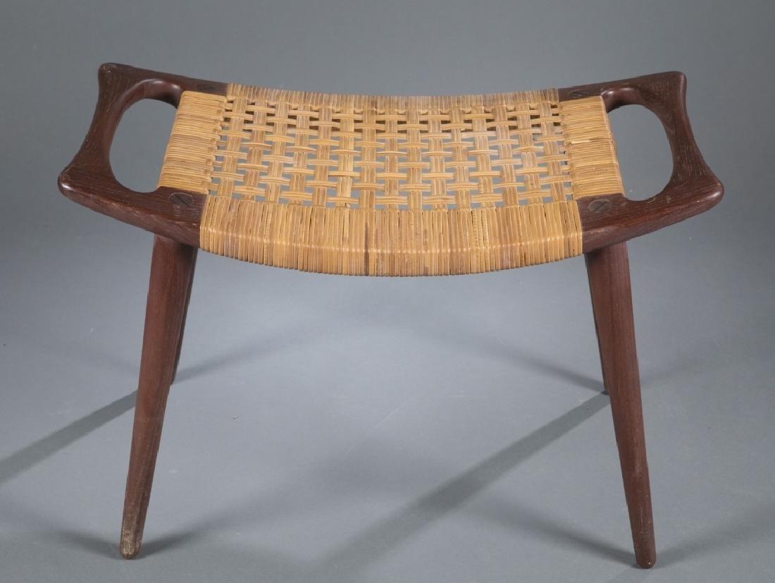 Hans Wegner stool, Model JH539.