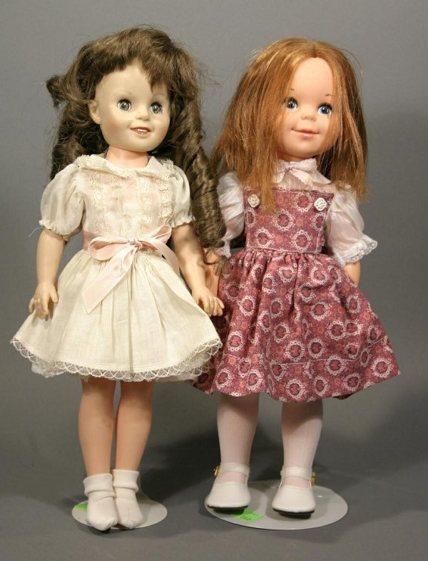 620: Lot of two small hard plastic dolls