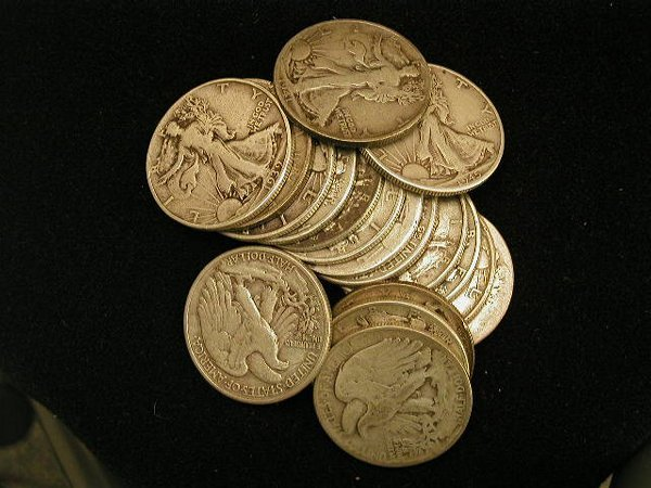 415: Lot of 18 Walking Liberty half dollars.