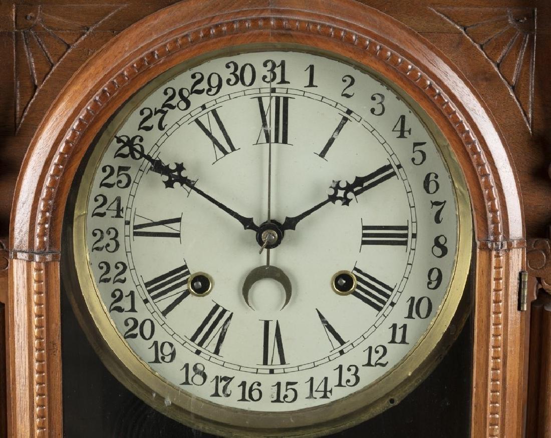 Wooden mantle clock. - 2