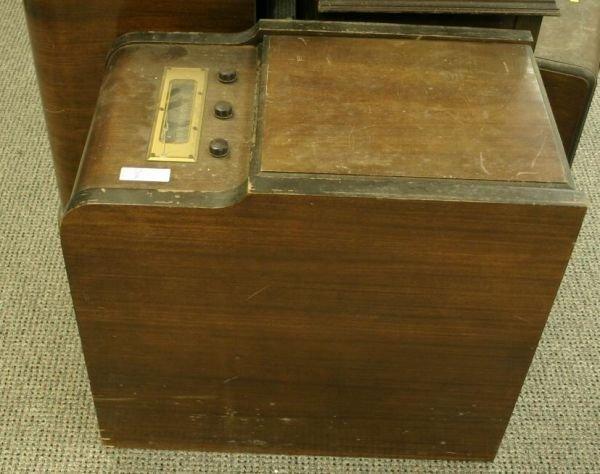 802: Farnsworth GK-267. Wood chairside radio/record pla