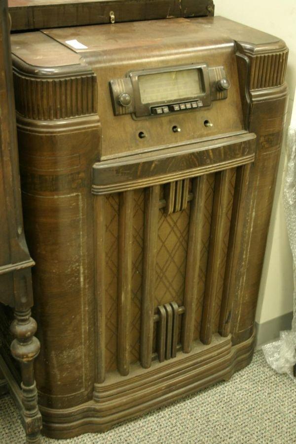 805: Lot of 2 Vintage silvertone console radios; 7050 (