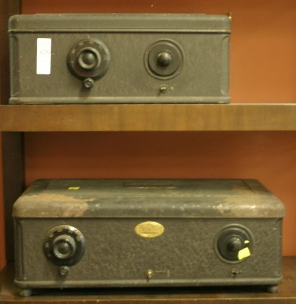 820: Lot of 2 Atwater Kent vintage table receivers, mod