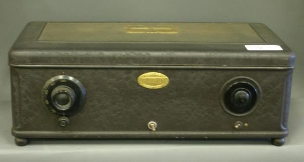 821: Atwater Kent Model 44 table receiver.
