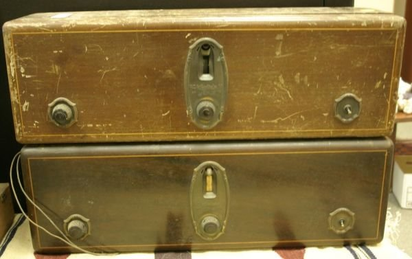 822: Lot of 2 RCA vintage radiola table receivers; mode