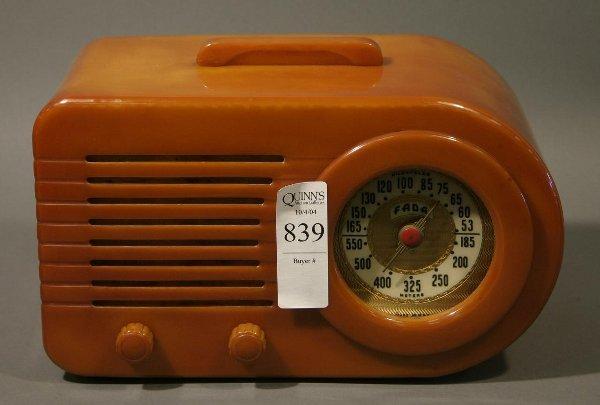 839: Fada 1000 catlin table radio.